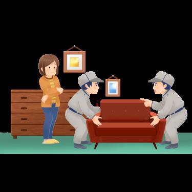 家具を設置するスタッフ